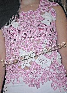 Розово-белая летняя майка из мотивов